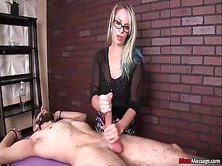 kociak, blondynka, cfnm, kutas, femdom, stymulacja wacka dłonią, walenie konia, masaż, seksowna, niewolnica, związana