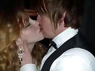 Ranskalainen, Suuteleminen, Yöklubi