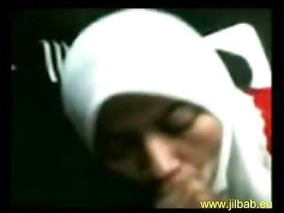 Indonesian Muslim Girl Jilbab Blowjob