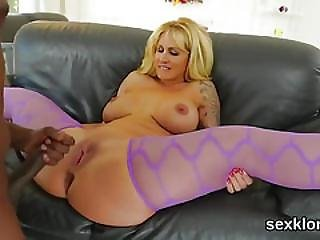 Pornstar Bombshell Gets Her Anal Hole Plowed With Big Penis