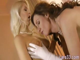 English Les Mature Gets Her Pussy Eaten Out
