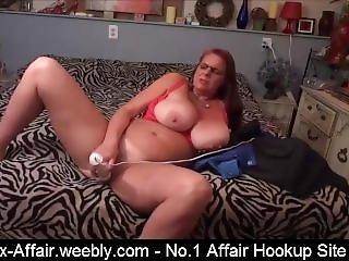 Hot Mom Masturbate Herself