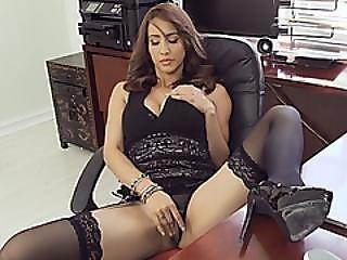 Brunette Chick Isis Love Riding Boss Long Schlong