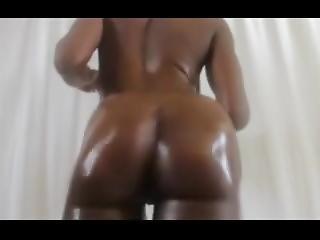 Moe B Ray Oil Ass Clap