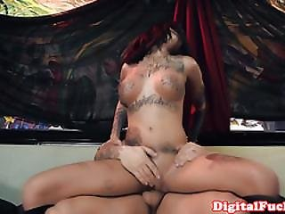 Tattooed Squirter Bonnie Rotten Facialized