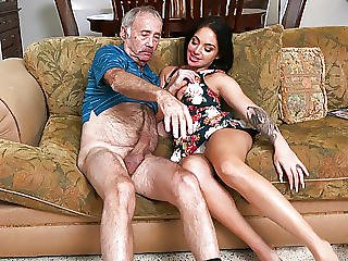 Aria Rose Gives Blowjob To Grandpa