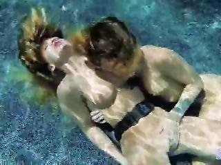 Evelyn  Underwater Sex Lesbian
