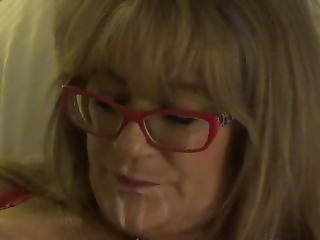 Gigi Juggs Smoking Enjoys Her Pussy Being Licked Messy Gigijuggs Smoker