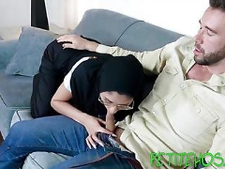 Petite Muslim Has Anal Sex