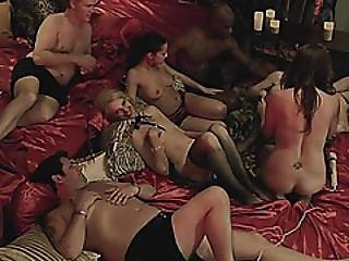 Amateur Swingers Using Fingers To Please In Orgy