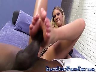 blonde, sperme, pieds, pied, interracial, pute, doigts de pieds