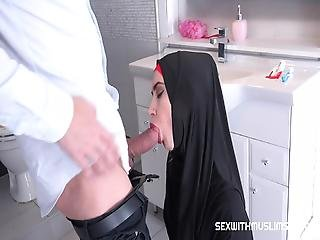 Czech Muslim Bitch Freya Dee Was Surprised In The Bathroom