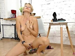 Mature Blonde Milf Diana V In Nylons Plays With Her Hairy Pussy
