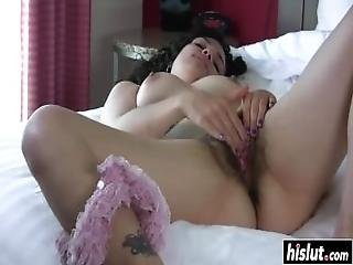 Zayda Likes To Play With Her Pussy