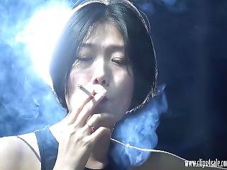 Extrem Girl Lulu Chain Smoking Three Cigarettes Hd