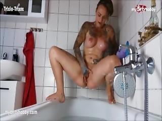amateur, bonasse, baignoire, gros téton, sale, allemande, masturbation, solo, jouets, bain