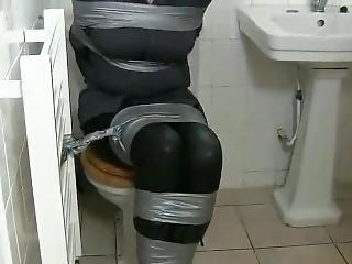 Bondage, Attachée, Bâillonée, Toilettes
