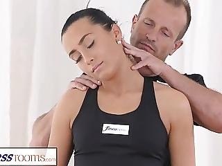 Fitnessrooms Gym Bunny Fucks Her Personal Fitness Trainer