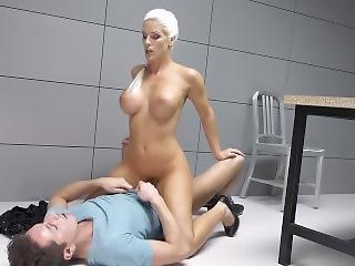 Blanche Blonde-police-officer-face-sits-the-prisoner