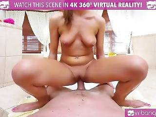 Vr Porn-hot Brunette Fuck And Suck In The Hot Tub