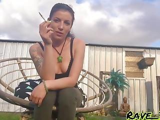 Morena, Cigarro, Modelo, Estrela Porno, Fumar, Só, Local De Trabalho