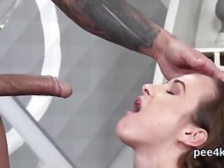 szex zuhanyzó videókban