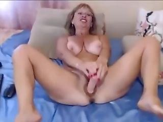 Amateur Big Boobs Milf Usind Dildo On Milfwebcamshow
