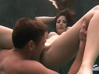 blowjob, brunette, cumshot, fetish, håndjobb, slikk, fitte, fitte slikking, små pupper, under vann