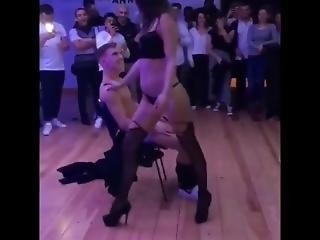 Striptease Escort Bonne Et Mec Puceau Ttbm Et Muscle