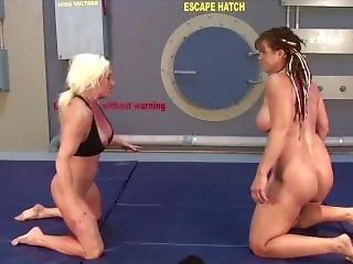 Muscle Lesbians Wrestling