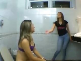 amateur, blonde, brésilienne, brunette, compilation, fétiche, Ados, toilettes