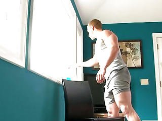 Pumped Up Hunk Strokes His Thick Weenie