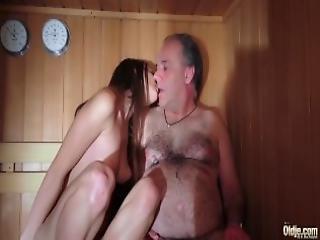 blowjob, pene, sexando, natural, tetas naturales, vieja, vieja joven, hombre más viejo, coño, sauna, afeitado, chupando, Adolescente, joven