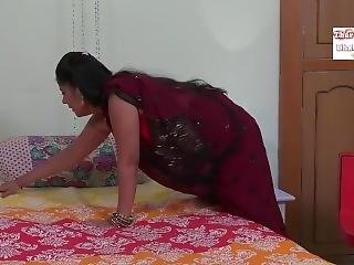 Sexy Sleeveless Blouse Aunty Seducing Uncle