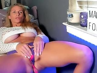 Milf Teasing With Pussy And Huge Tits On Webcam