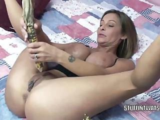 Leeanna Heart Uses Corn To Fuck Her Hot Pussy