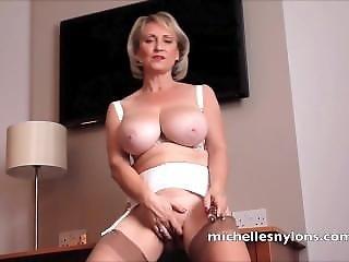 Busty Blonde Mom Hungered Quim Orgasm
