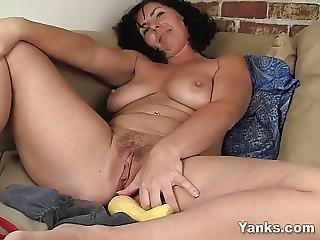 amateur, brünette, ficken, onanieren, milf, orgasmus, sexy, tischficken, gemüse