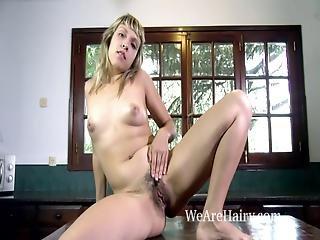 blondin, hårig, onani, milf, naken, solo, strippar, bordsknull