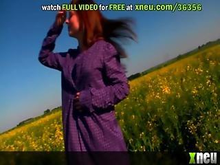 Smoking Hot Teen Bangs Her Twat In The Countryside
