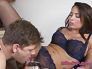 Hot Milf Anissa Kate Gets Her Pussy Eaten By Plumber