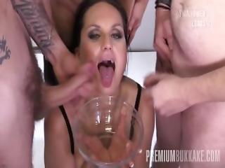 bukkake, sperm, sperm spising, sperm i munn, sperm svelging, cumshot, drikking, facial, gruppesex, munnfull, svelge