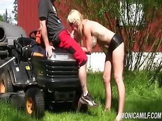 Bikiny, Kuřba, Cumshot, Zahrada, Nadržené, Milf, Venkovní, Propíchaní, Sex