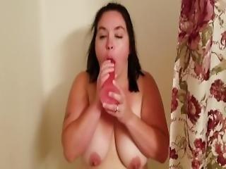 bbw, nagy mell, szopás, barna, faszszopás, sperma, sperma szájban, cumshot, fasz, mûfasz, teli száj, természetes, természetes mellek, lovaglás, szex, szívás
