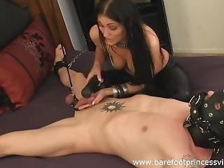 brunetka, stopy, fetysz, stopa, stymulacja wacka dłonią, punkt widzenia, niewolnica
