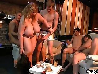 Blonde Plumper Shows Her Off Skills