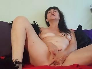 Sirenialeigh Enjoys Masturbating