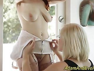 Lesbian Babe Sucking Clit
