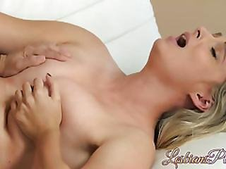 Finger Fucking Her Wet Muff Before The 69 Pussy Lick Occurs
