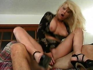 Kinky Greta Carlson Gets Pampered By Stud